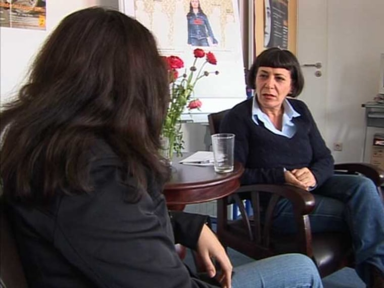Shabnam, who asked that her face not be shown,talks with Louise Baghramian, thedirector of the Interkulturelles Frauenhaus, awomen's organization which helped her start anew after leaving an abusive husband.