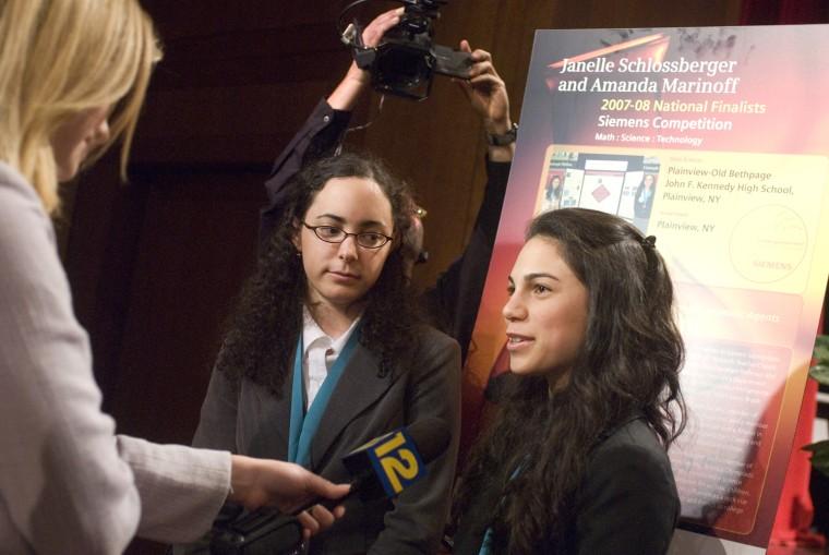 Image: Janelle Schlossberger, left, and Amanda Marinoff.
