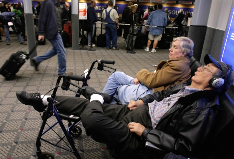 Image: Travelers waiting for delayed flights to resume
