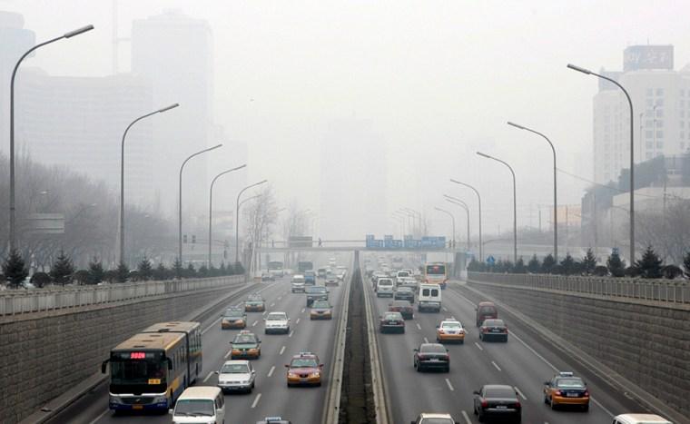 Traffic begins to clog in Beijing