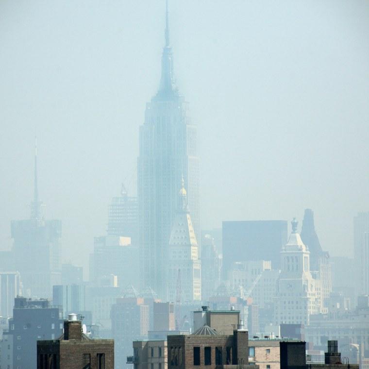 Image: Smog covers midtown Manhattan in New York