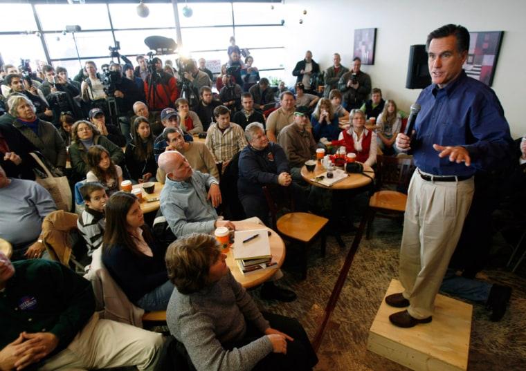 Image: Mitt Romney campaigns in Altoona, Iowa