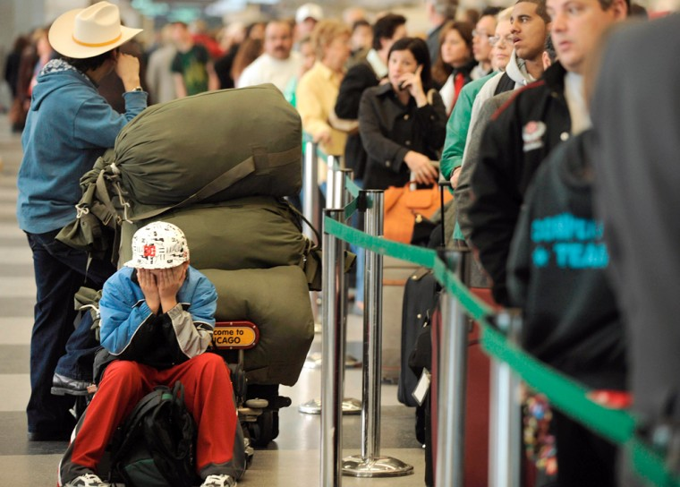 Image: American Airlines passengers wait in line after flight cancellations