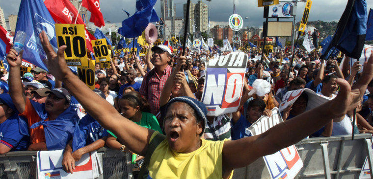Image: Citizens opposing the constitutional amendments promoted by Venezuelan president Hugo Chavez attend the campaign closure rall