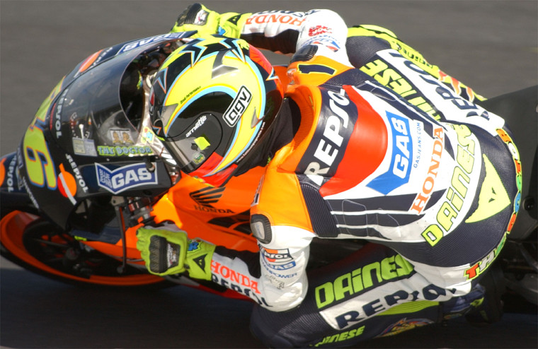 Valentino Rossi of Italy hunches up on his bike on the way to win the Australian MotoGP Grand Prix in Phillip Island, 19 October 2003. Rossi won with a time of 41min 53.543sec. AFP PHOTO/Paul CROCK