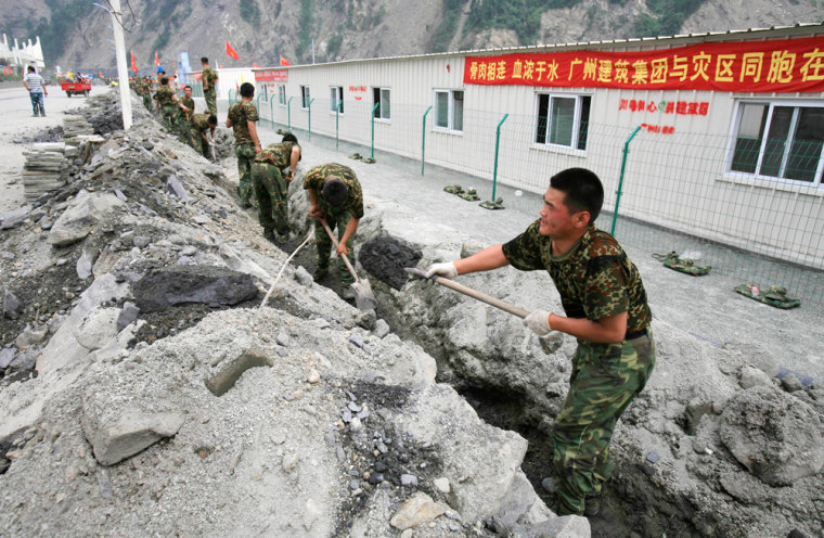 Image: Soldiers dig a trench in Yingxiu, China
