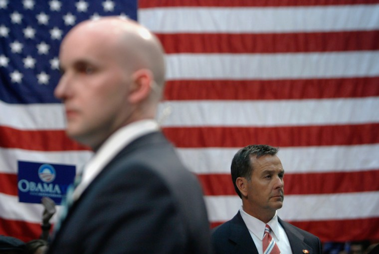 Image: Secret Service Agents look over a crowd of supporters