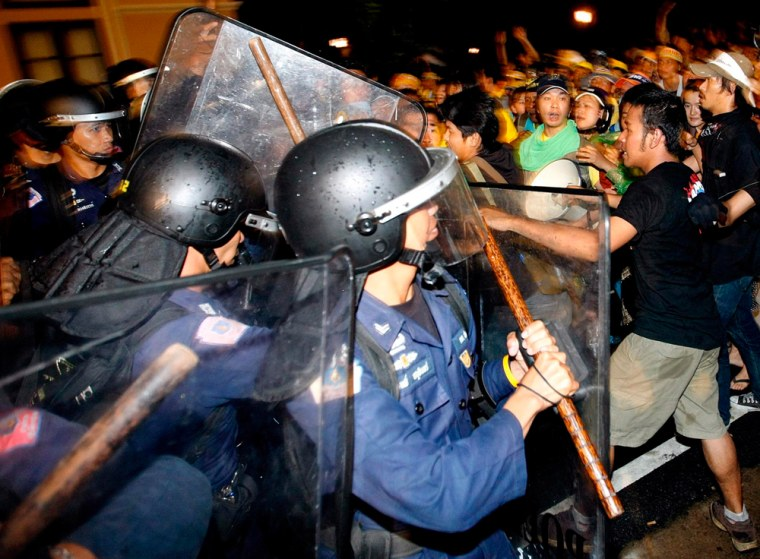 Image: Anti-riot police officers clash with anti-government protestors