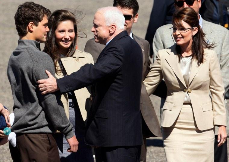 Image: Sen. John McCain arrives in Minneapolis