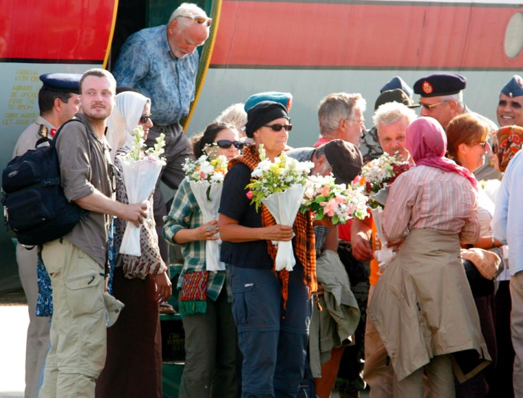 Image:Rescued foreign and Egyptian hostages arrive at the east Cairo Military Airport in Cairo
