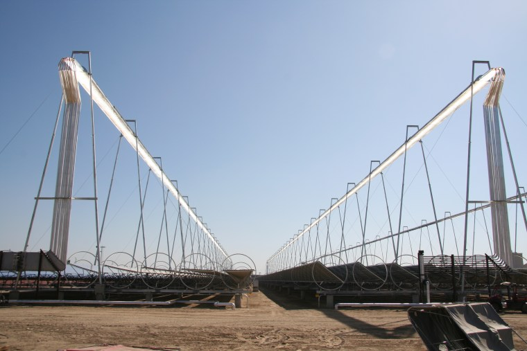 Thissolar thermal power plant in Bakersfield, Calif., uses mirrors along the ground to direct sunlight onto horizontal columns. Those then heat up water, producing steamthat is used topower an electricitygenerator.