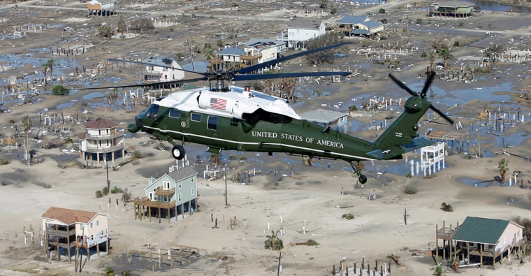Image: U.S. President Bush flies over hurricane damaged areas of Texas