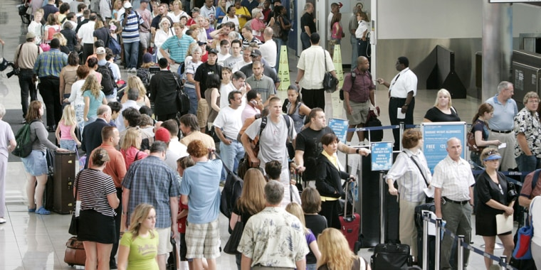 Image: Travelers in airport
