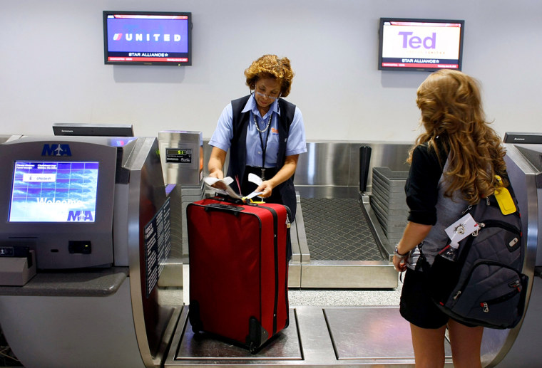Image: United charges for first checked bag