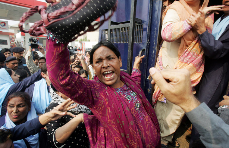 Pakistani policewomen arrest supporters of former Pakistani prime minister Benazir Bhutto as they shout anti-Musharraf slogans nearBhutto's residenceTuesday.