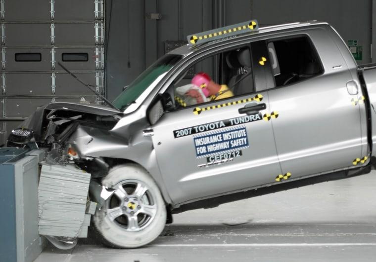 Image: Toyota Tundry crash test