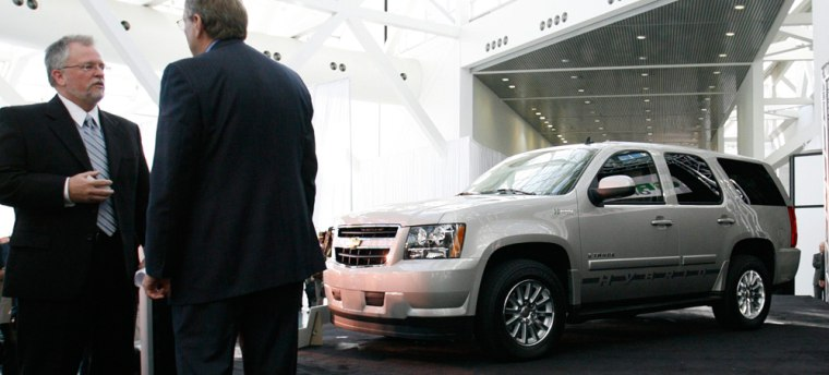Image: Green Car of the Year Award for the 2008 Chevrolet Tahoe Hybrid at the Los Angeles Auto Show