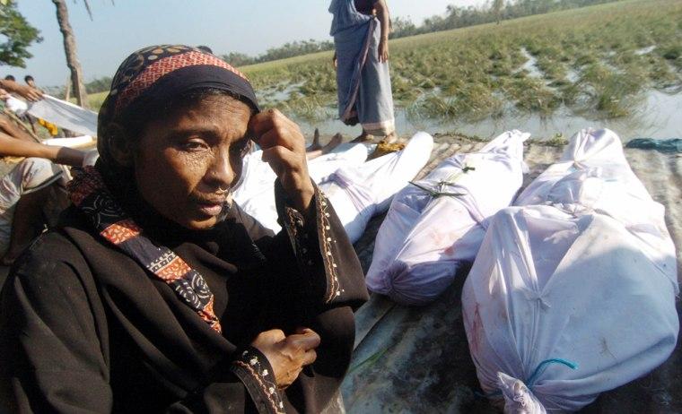 Image: A Bangladeshi woman grieves.