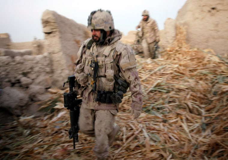 Image: Canadian soldiers secure positions in southern Afghanistan
