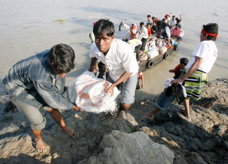 Image: Aid workers unload relief goods for storm survivors in Bangladesh