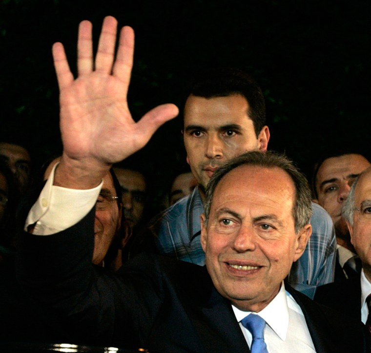 Image: Lebanese President Emile Lahoud waves after stepping down from 9 years of presidency in Baabda near Beirut