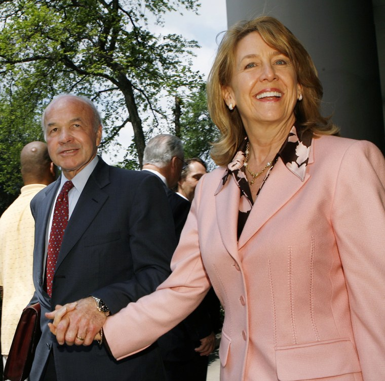 Image: Former Enron chairman Kenneth Lay leaves the Bob Casey U.S. Courthouse with wife, Linda