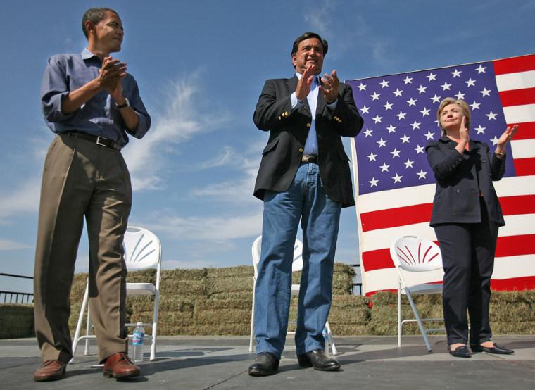Image: Democratic presidential hopefuls, from left, Sen. Barack Obama, New Mexico Gov. Bill Richardson, and Sen. Hillary Rodham Clinton