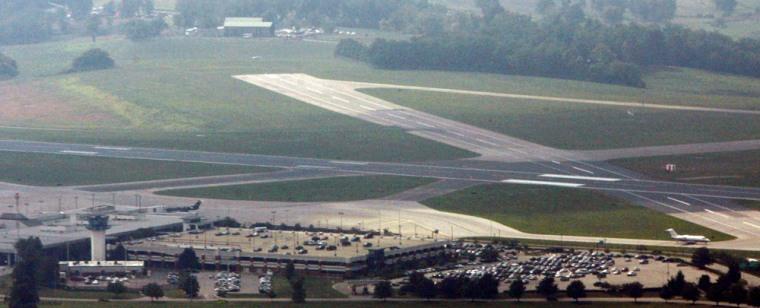 Image: Crossing runways