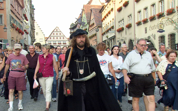Image: Tour guide Hans-Georg Baumgartner in his role as the Night Watchman in Rothenburg, Germany