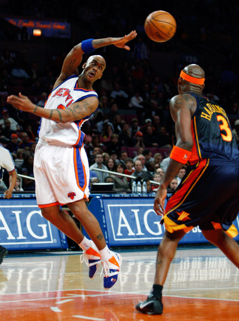 Image: New York Knicks Mabury passes against Golden State Warriors Harrington in their NBA basketball game in New York