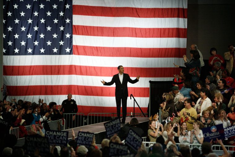 Image: U.S. Democratic presidential candidate Obama addresses a rally in Des Moines.