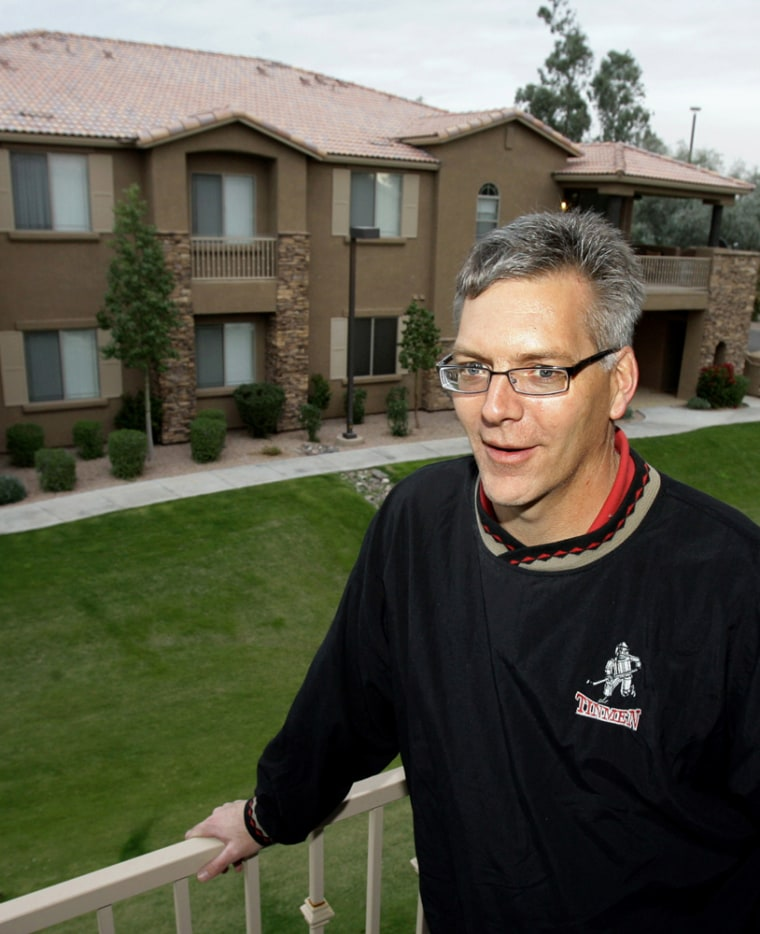 Image: Canadian Doug Farley shops for houses in the U.S.