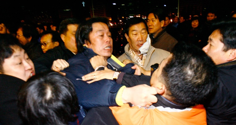 Image: Members of main opposition Grand National Party and pro-government United New Democratic Party fight in Seoul