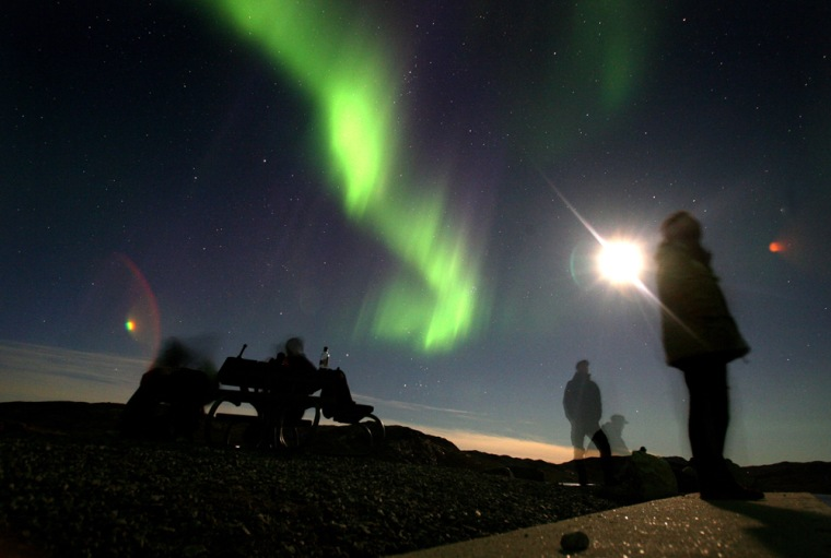 Image: Greenland Ice-Cap Draws Global Warming Tourists