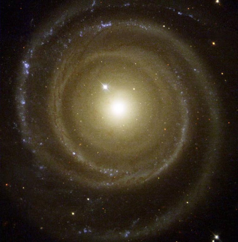 This color image of NGC4622 shows the strong inner counter-clockwise outward winding single arm and the strong outer clockwise outward winding pair of arms.