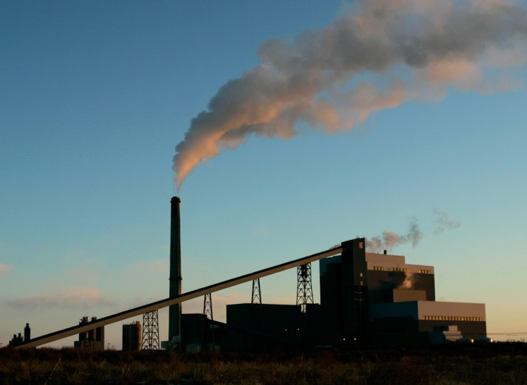 Image: Sunflower Electric Cooperative's coal-fired power plant in Holcomb, Kan.