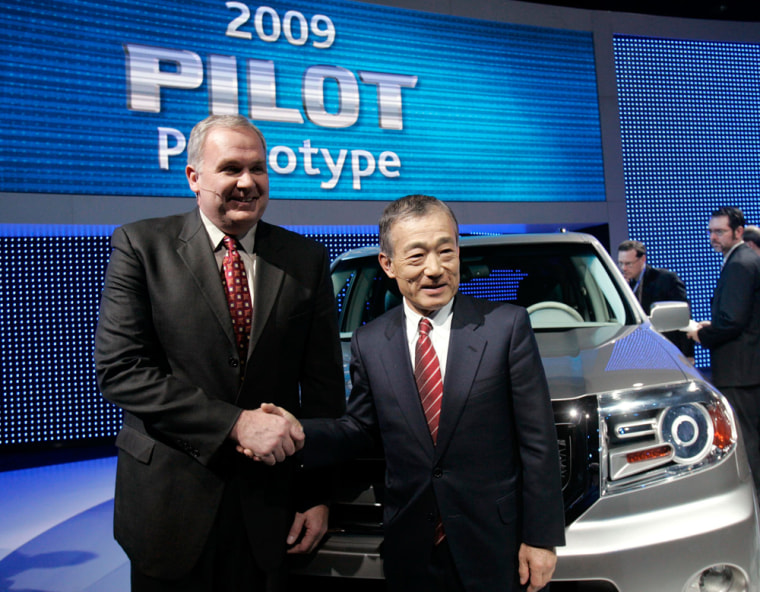 Image: American Honda Automobile Operations Executive Vice-President Mendell and President and CEO of Honda Motors Co.