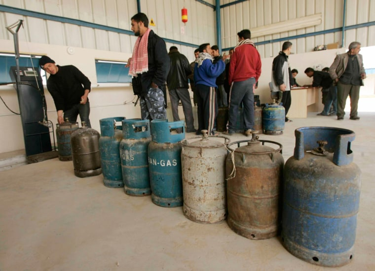 Image: Palestinians wait to buy cooking gas from a station in Gaza Strip