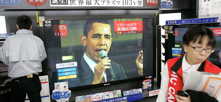 Image: broadcast showing footage of a New Hampshire presidential primary rally with Barack Obama in Japan.