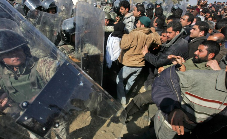 Image: Egyptian border guards and riot police officers clash with Palestinians.