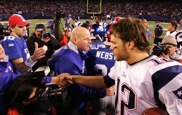 Image: Eli Manning and Tom Brady