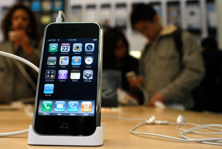 Apple To Announce Earnings Amidst Volatile Market Activity