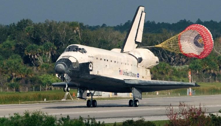 Image: Space shuttle Atlantis lands