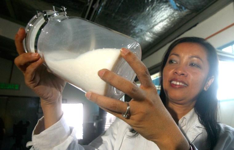 Halimaton Hamdan shows off a sample of aerogel in her laboratoryat the Malaysia's Technology University on Jan. 19.