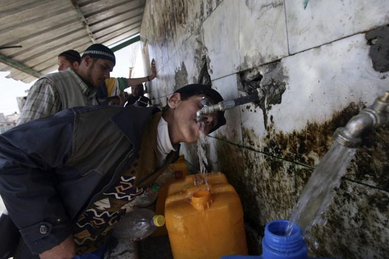 Image: Palestinian boy in Khan Younis