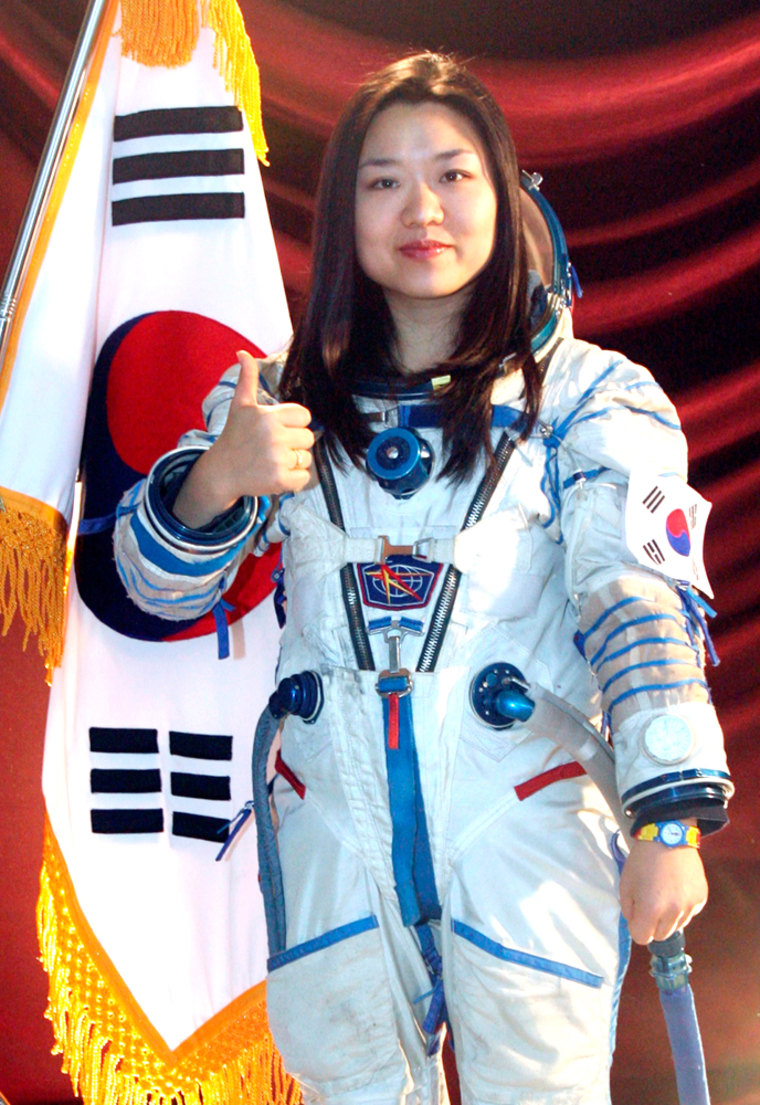 South Korean Yi So-yeon will replace Ko San as the country's choice to fly on a Russian Soyuz capsule to the international space station in early April.