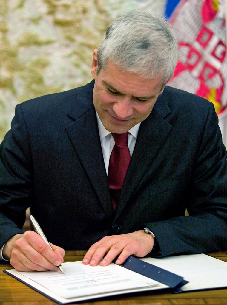 Image: Serbia's president Boris Tadic signs document to dissolve parliament.