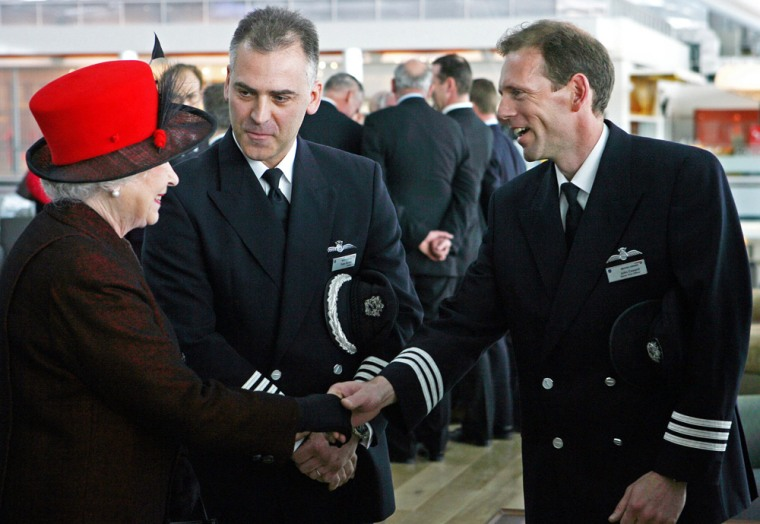 Image: Britain's Queen Elizabeth II meets with pilots at Heathrow airports new Terminal 5