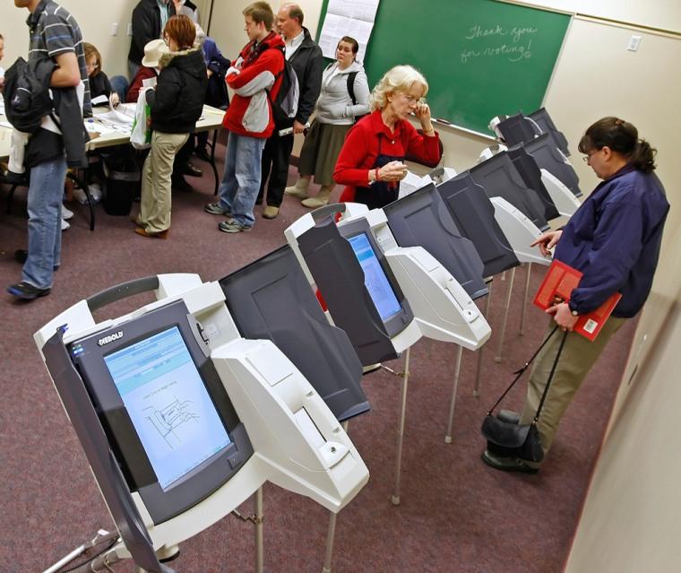 Image: electronic voting machines
