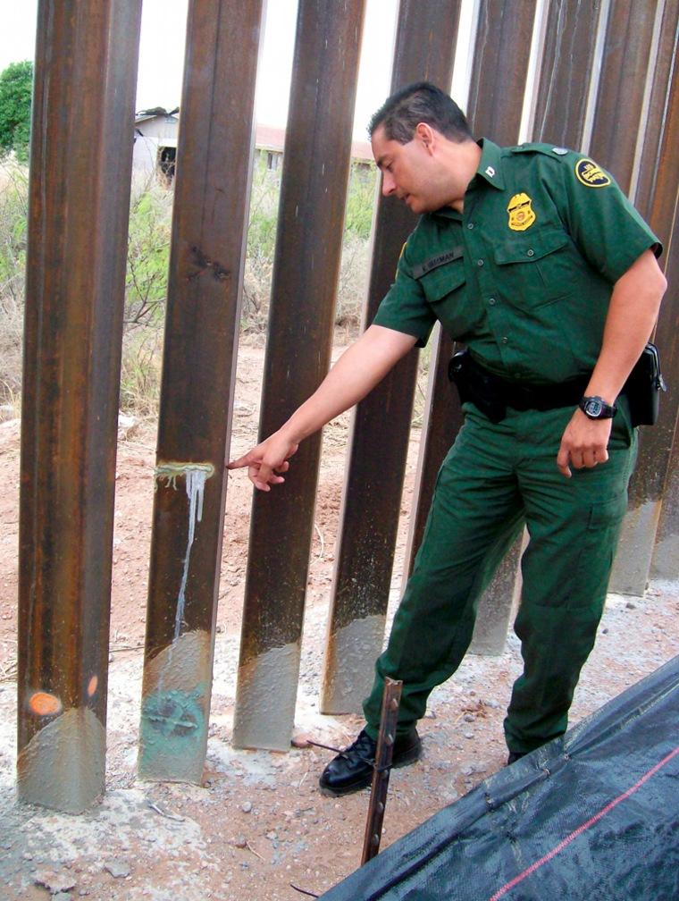 Image: Border fence, Victor Guzman